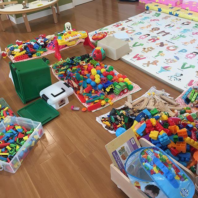 今日は、保育園のおもちゃの除菌をしました🤖次亜塩素酸水につけ、除菌除菌予防のため、手分けをして取り組んでいます。全国のコロナウイルス🦠がはやく、終息しますよいに…#みどり栗林公園保育園#企業主導型保育園#除菌#次亜塩素酸水